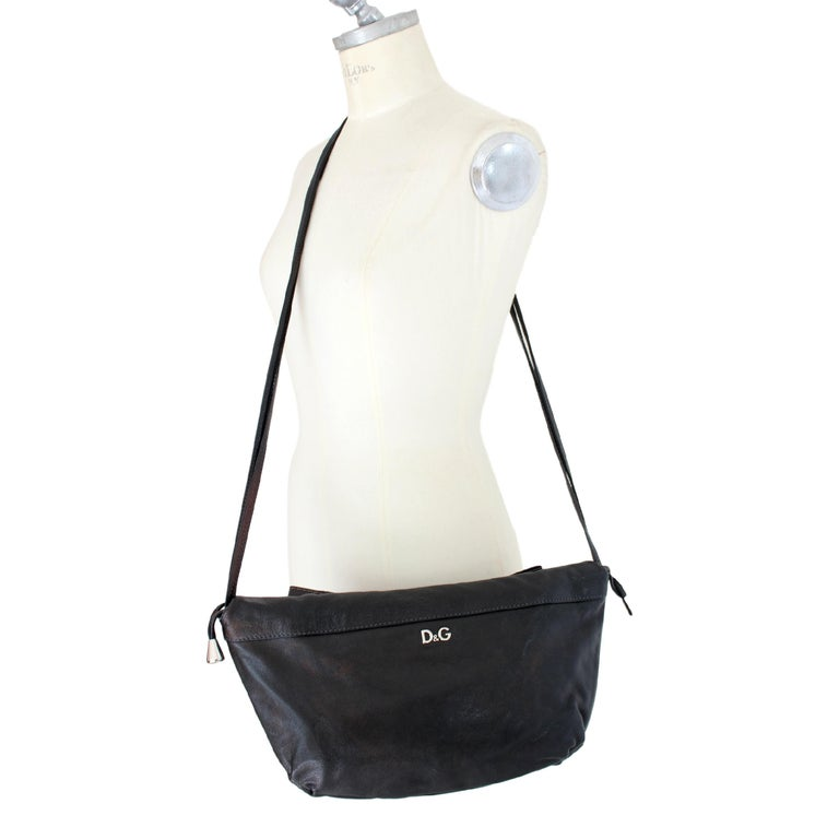 1990s Dolce & Gabbana Maika Black Leather Bow Shoulder Bag In Excellent Condition For Sale In Brindisi, Bt
