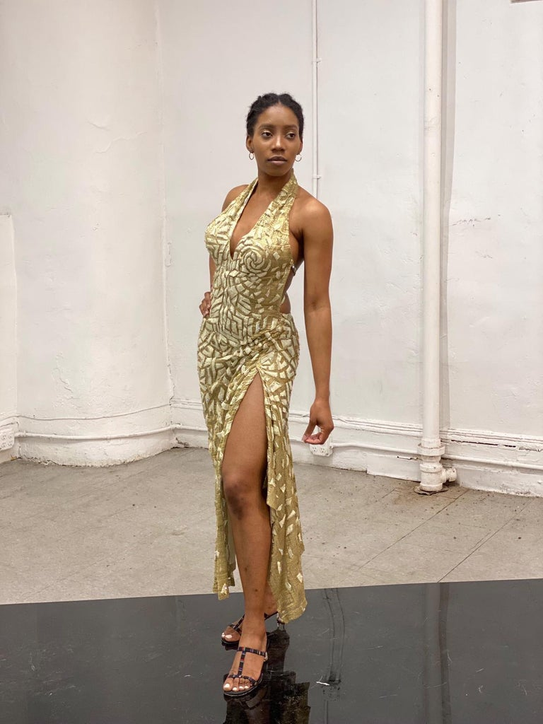 1990'S GIANNI VERSACE ATELIÉR Metallic Gold Lamé Lace Gown Covered In Crystals  For Sale 8