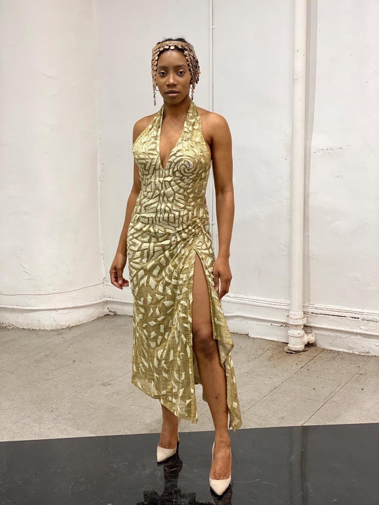 1990'S GIANNI VERSACE ATELIÉR Metallic Gold Lamé Lace Gown Covered In Crystals  For Sale 9