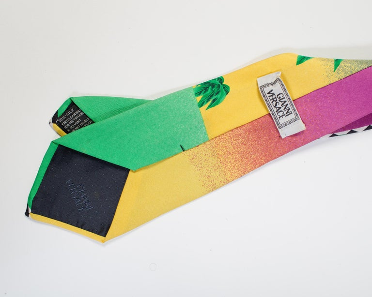 1990s Gianni Versace Geometric Miami Tie With Palms  In Good Condition For Sale In New York, NY