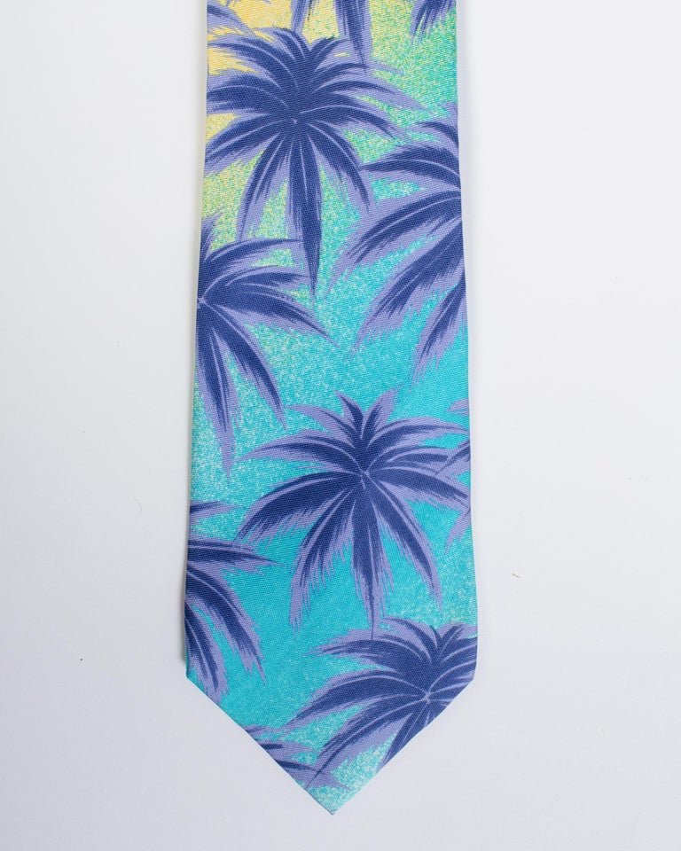 1990s Gianni Versace Miami Palm Tree Tie In Good Condition For Sale In New York, NY