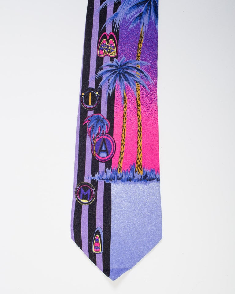 1990s Gianni Versace Purple Miami Tie With Palm Trees In Good Condition For Sale In New York, NY