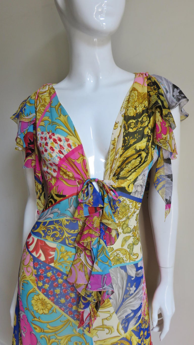 Gianni Versace Silk Print Plunge Dress In Good Condition For Sale In New York, NY