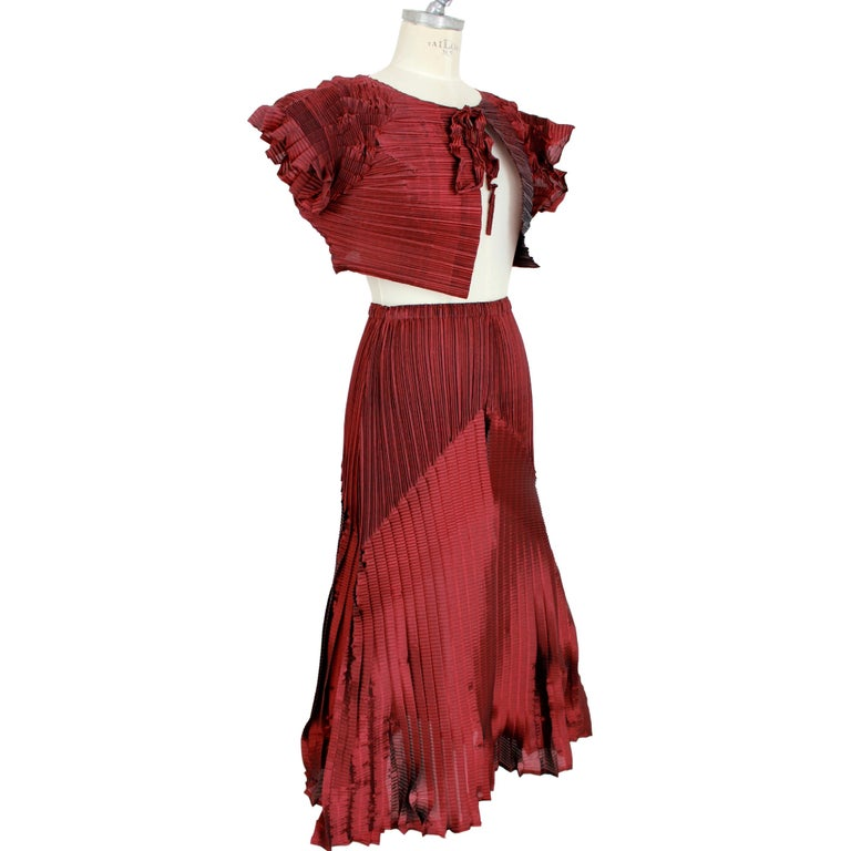 1990s Issey Miyake Red Purple Pleated Set Dress Maxi Skirt Suit In Excellent Condition For Sale In Brindisi, Bt