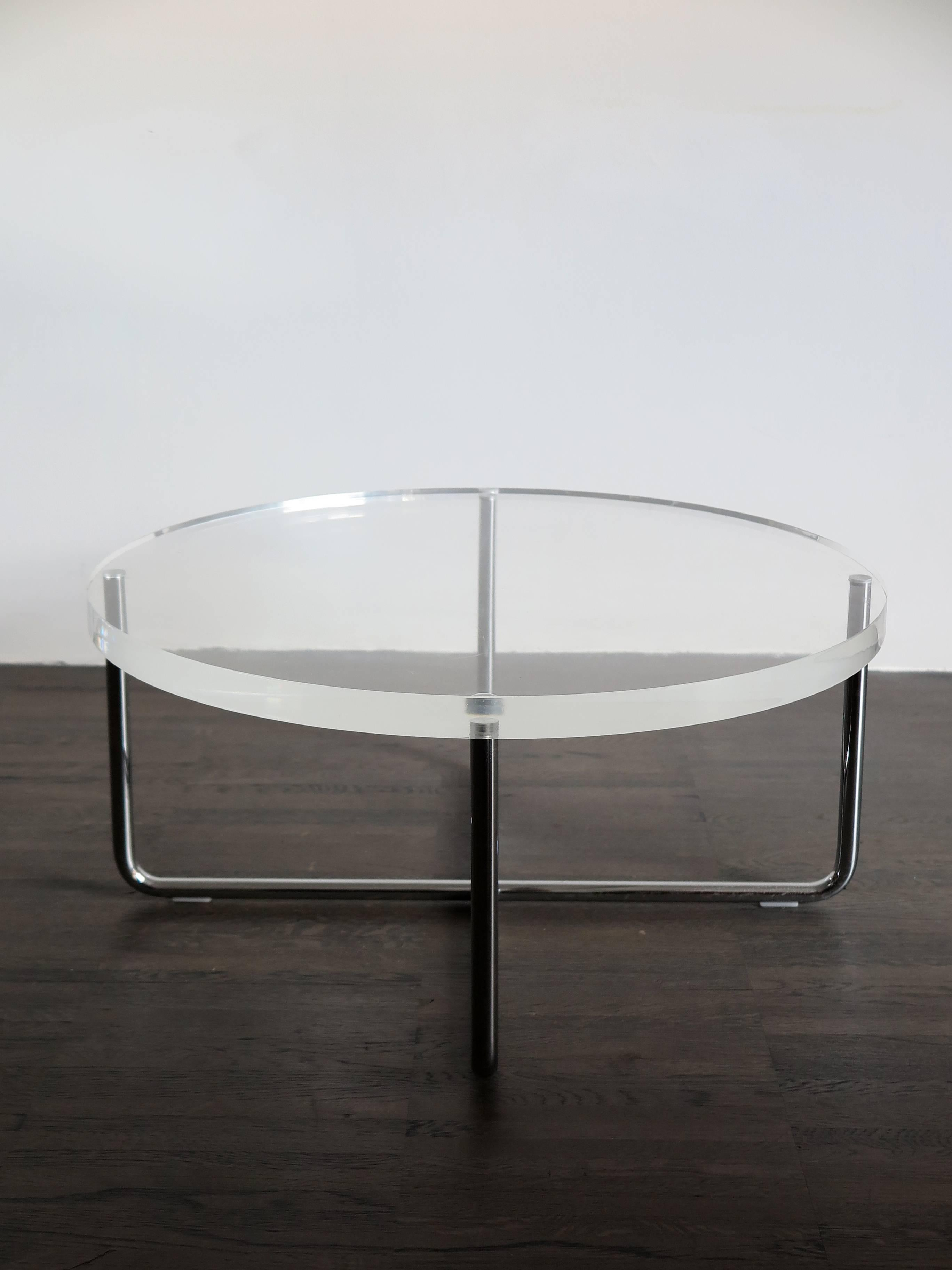 Wonderful 1990s Italian Circular Plexiglass Modern Coffee Table Produced By Minotti  For Sale At 1stdibs