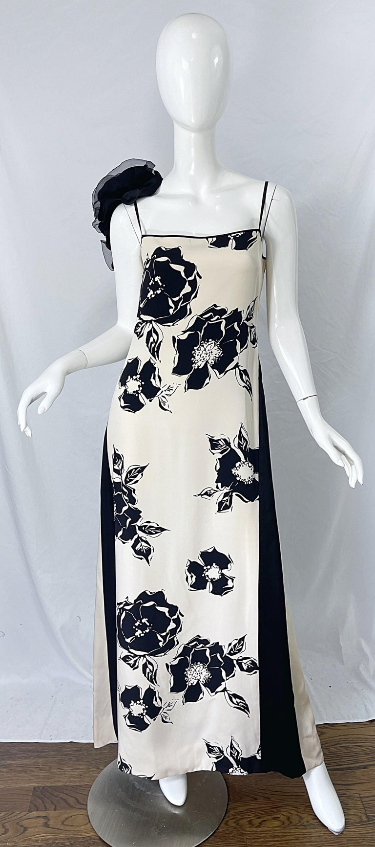 Gorgeous and musuem worthy early 90s / late 1980s JAMES GALANOS Couture black and ivory silk gown ! Features bold floral prints throughout, with contrasting slimming vertical stripes on the sides. Black silk chiffon rosette appliqués at back right