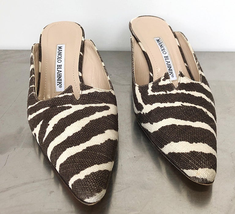 1990s Manolo Blahnik Rare Size 35.5 / 5.5 Brown + Ivory Zebra Kitten Heel Mules In Good Condition For Sale In Chicago, IL