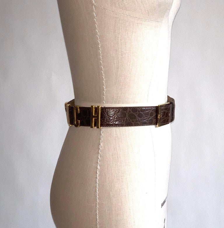 Women's 1990s Moschino Redwall Belt I Am Rich in Gold Letters on Brown Embossed Leather For Sale