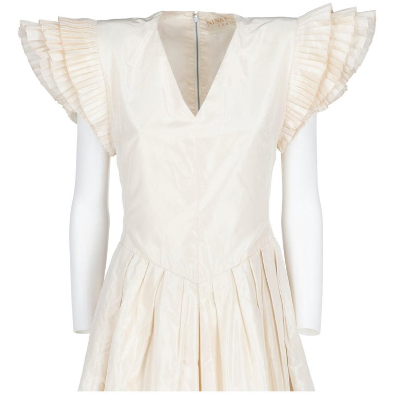 1990s Nina Ricci Silk Wedding Dress In Excellent Condition For Sale In Lugo (RA), IT
