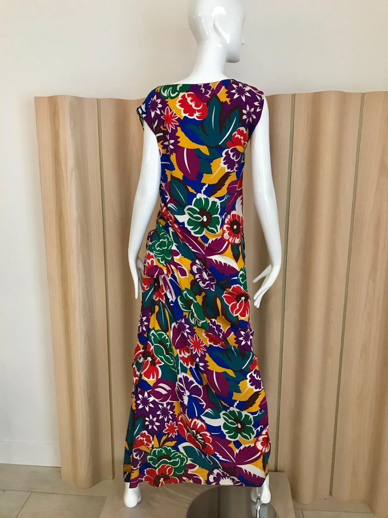 1990s Oscar De La RENTA Silk Rayon  Multi Color Print Floral Cocktail Dress In Good Condition For Sale In Beverly Hills, CA