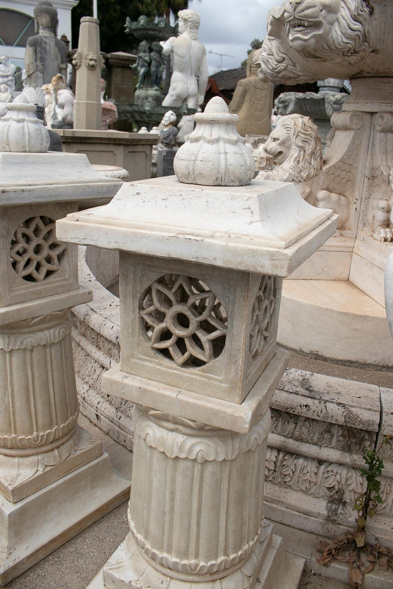 1990s Pair of Spanish Hand Carved Aged White Marble Garden Lamps In Good Condition For Sale In Malaga, ES