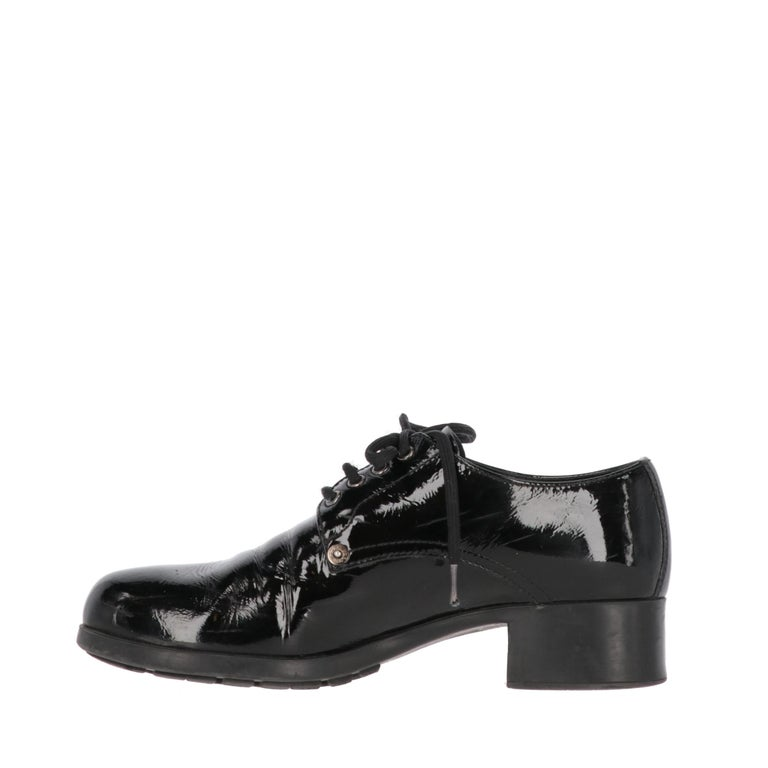 Prada black patent leather lace-up shoes with rounded toe and chunky low heel.  The product shows very light sings on the leather, as shown in the pictures. Years: 90s  Made in Italy  Size: 40 EU  Heel: 3,5 cm Insole lenght: 26 cm