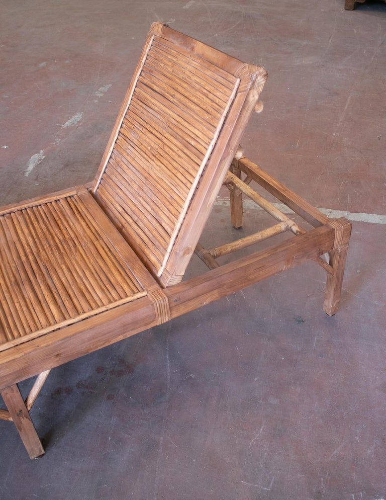 1990s Spanish Pair of Bamboo and Woven Wicker Swimming Pool Deck Chairs For Sale 3