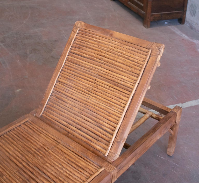 1990s Spanish Pair of Bamboo and Woven Wicker Swimming Pool Deck Chairs For Sale 4