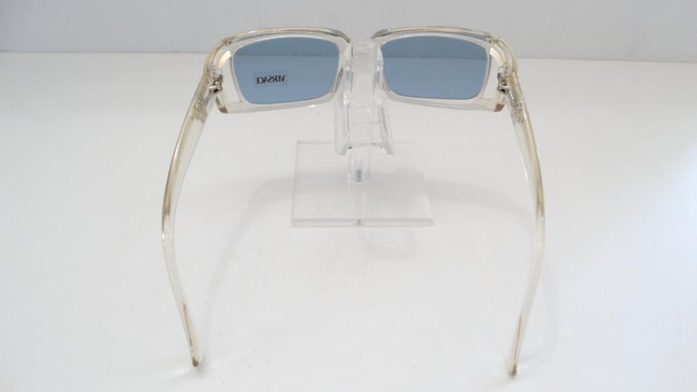 Versace 1990s Clear Rectangular Frame Sunglasses In Good Condition For Sale In Scottsdale, AZ
