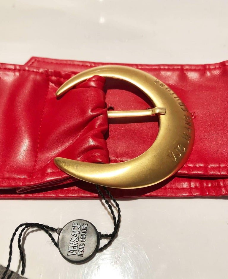 1990s Versace Jeans Couture Red Leather Gold Buckle High Waist Belt For Sale 1