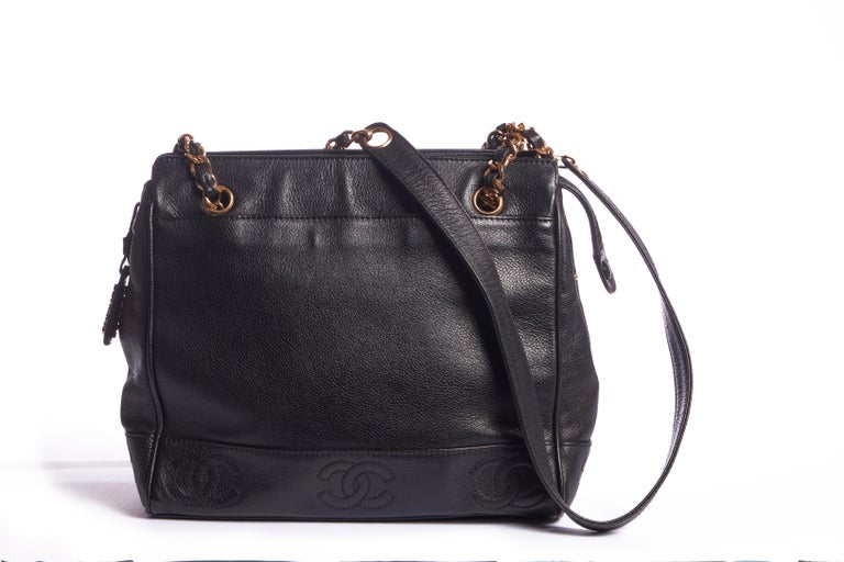 Chanel 90s iconic shoulder tote with gold tone hardware. Minor crease on outer leather, Minor odor inside. Shoulder drop 14