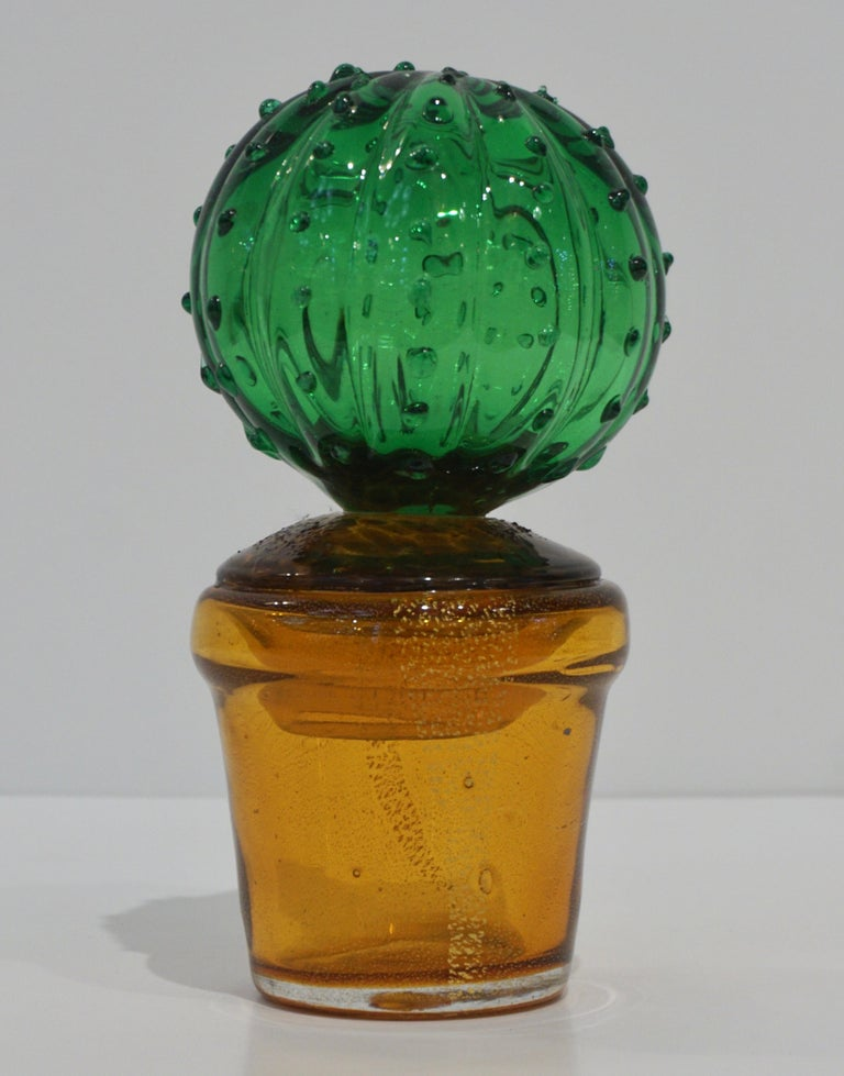 1990s Italian highly collectible Venetian glass cactus of limited edition, entirely handcrafted in Murano, with modern Minimalist design blown by Formia, in a lifelike organic modernist shape in blown transparent vivid green Murano glass highlighted