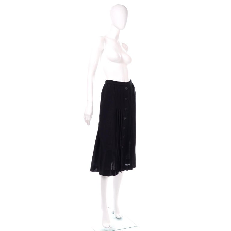 1990s Yves Saint Laurent Black Wool Pleated Midi Skirt Size 8/10 In Excellent Condition For Sale In Portland, OR