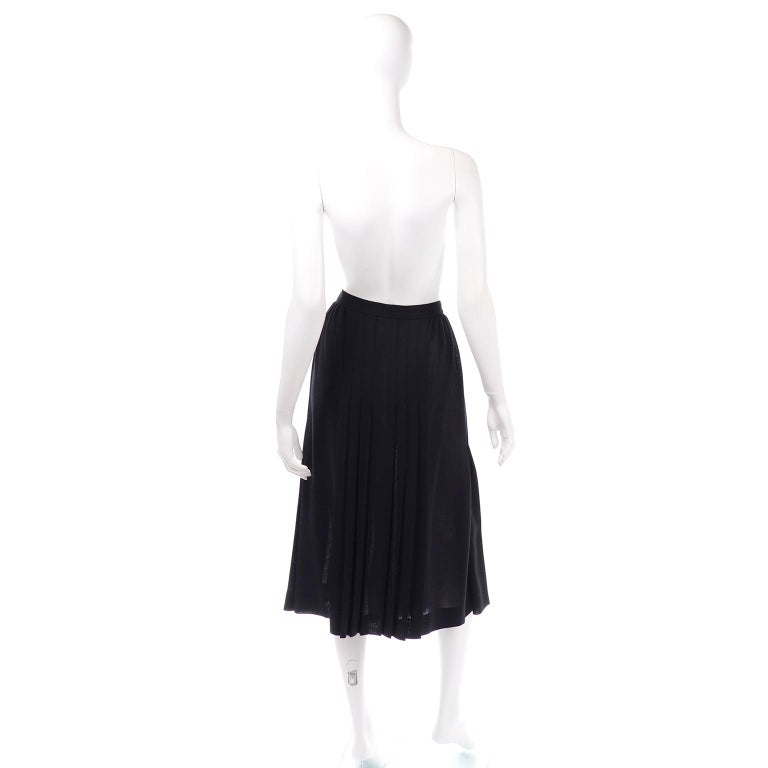 Women's 1990s Yves Saint Laurent Black Wool Pleated Midi Skirt Size 8/10 For Sale