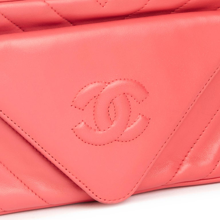 1991 Chanel Pink Chevron Quilted Lambskin Vintage Timeless Camera Bag For Sale 2