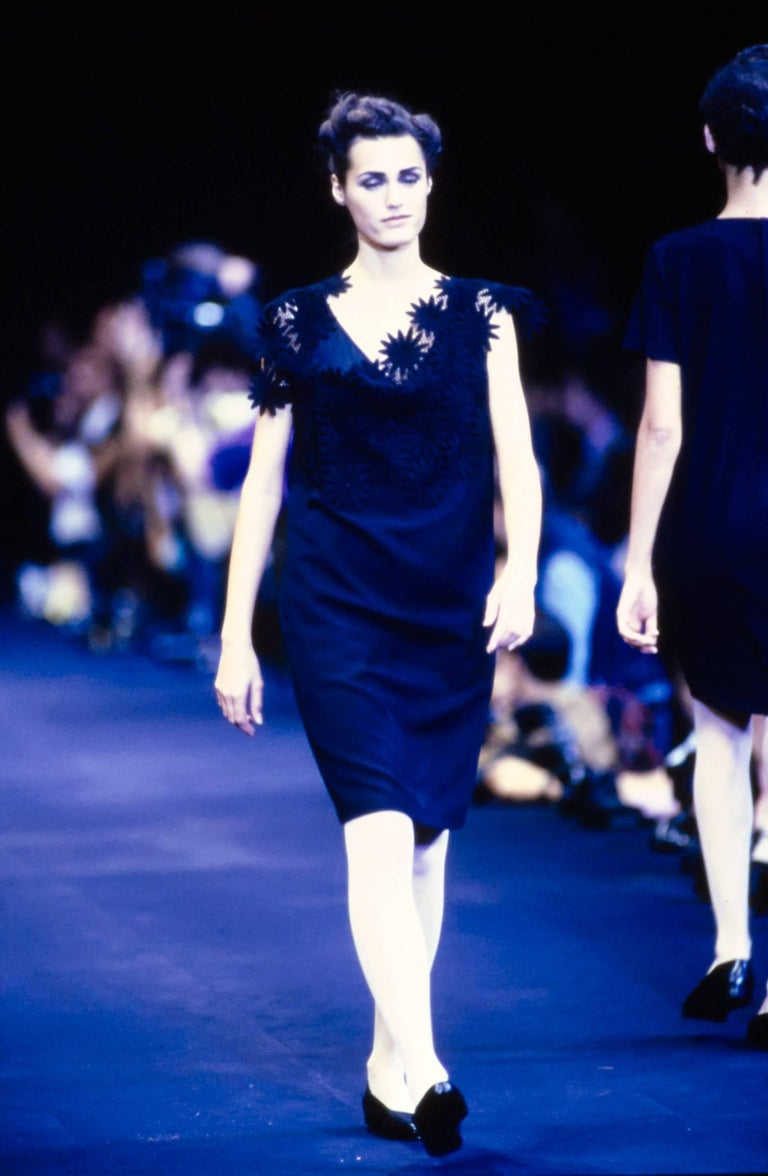 1991 COMME DES GARCONS navy blue embroidered lace runway dress For Sale 2