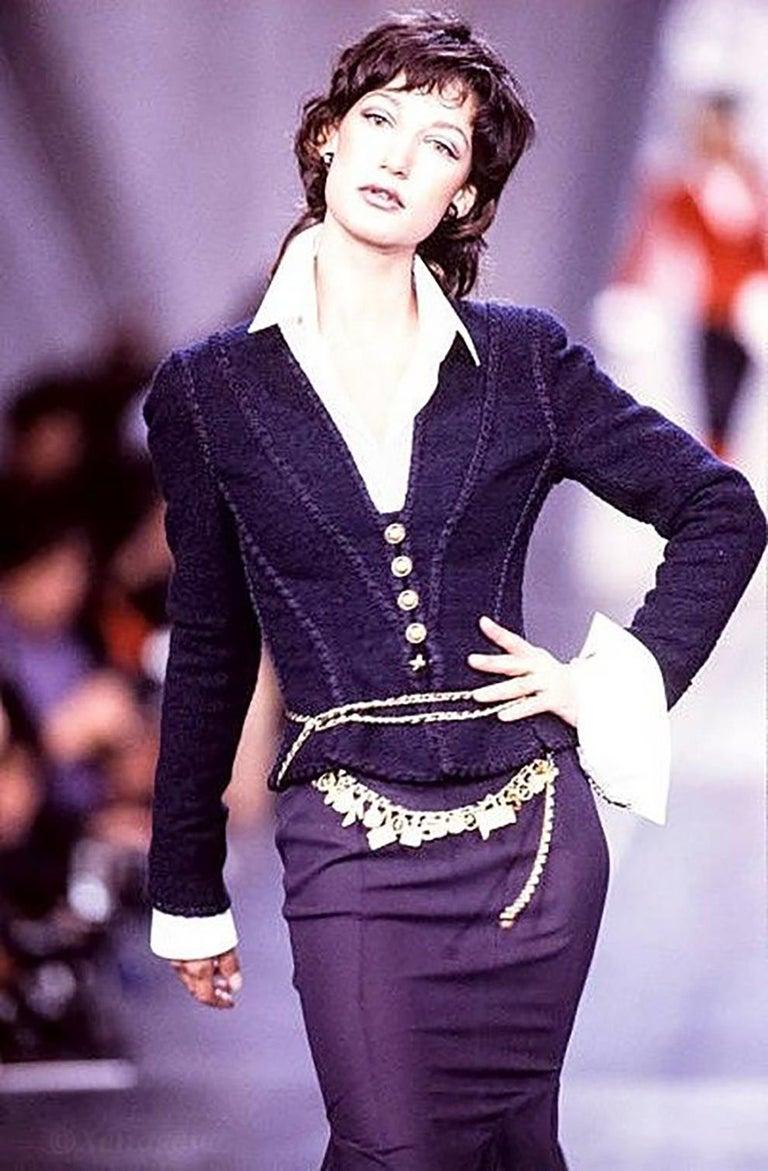 1993s Chanel Purple Tweed Boucle Jacket For Sale 4