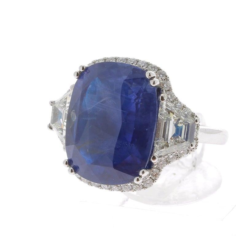 19.95 Karat Kissen Intensiver Blauer Ceylon Saphir Ring 18 Karat Weißgold 3