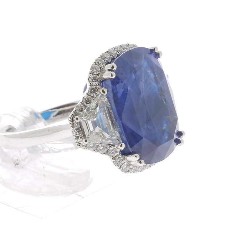 19.95 Karat Kissen Intensiver Blauer Ceylon Saphir Ring 18 Karat Weißgold 5