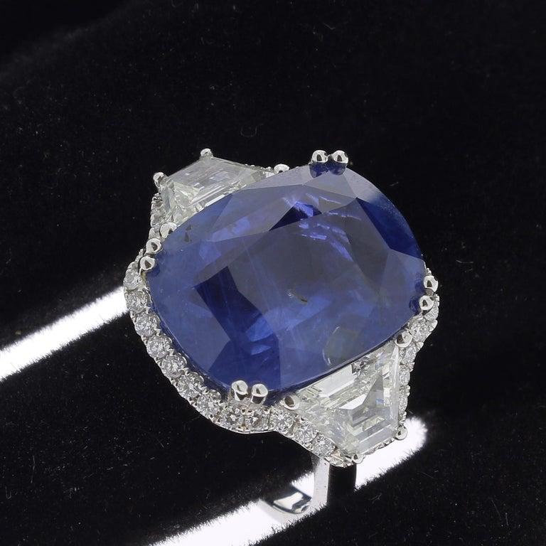 19.95 Karat Kissen Intensiver Blauer Ceylon Saphir Ring 18 Karat Weißgold 6