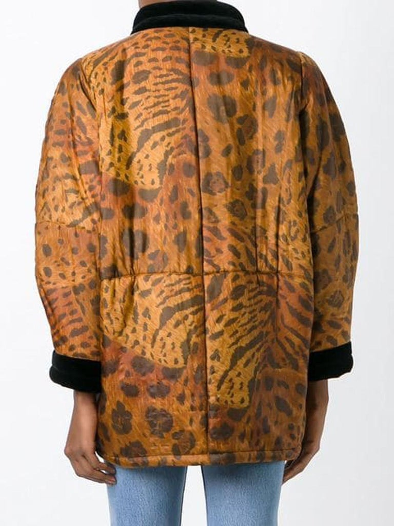 1996s Yves Saint Laurent Catwalk Animal Print Silk Coat In Excellent Condition For Sale In Paris, FR