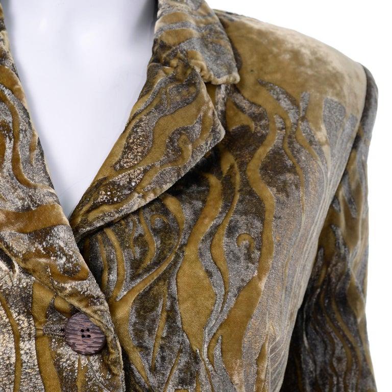1997 Bill Blass Gold & Green Runway Metallic Button Front Vintage Velvet Coat For Sale 5