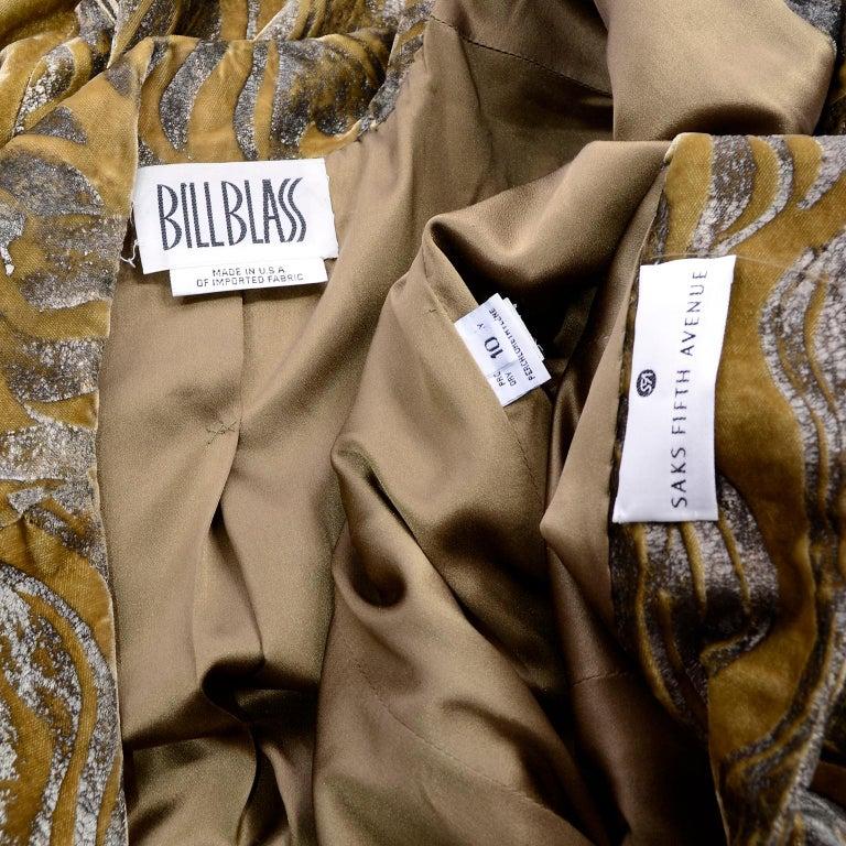 1997 Bill Blass Gold & Green Runway Metallic Button Front Vintage Velvet Coat For Sale 6