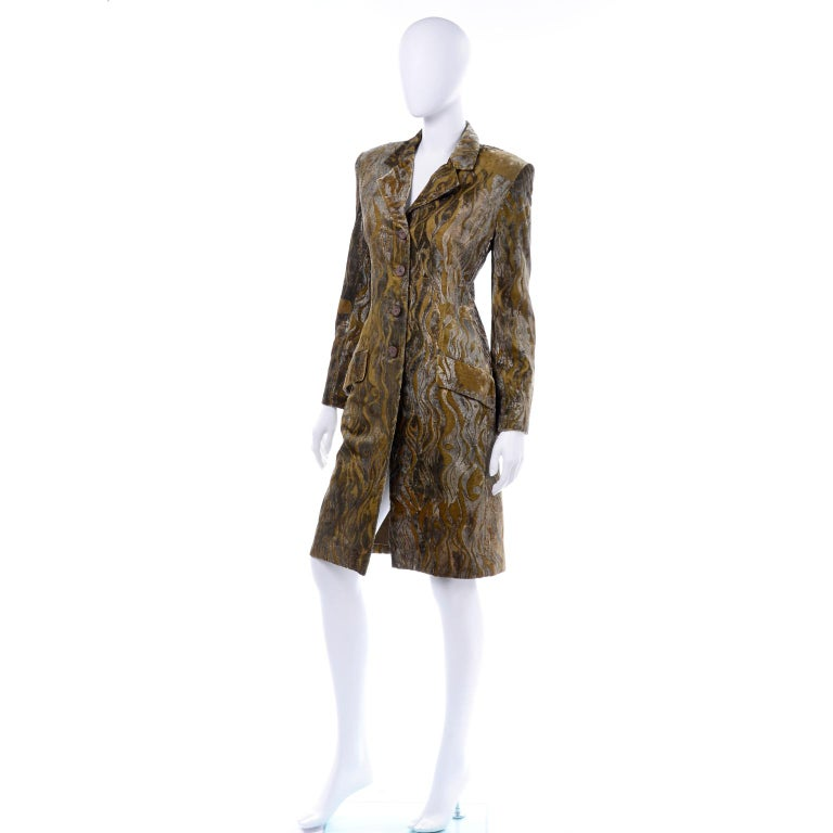 1997 Bill Blass Gold & Green Runway Metallic Button Front Vintage Velvet Coat In Excellent Condition For Sale In Portland, OR