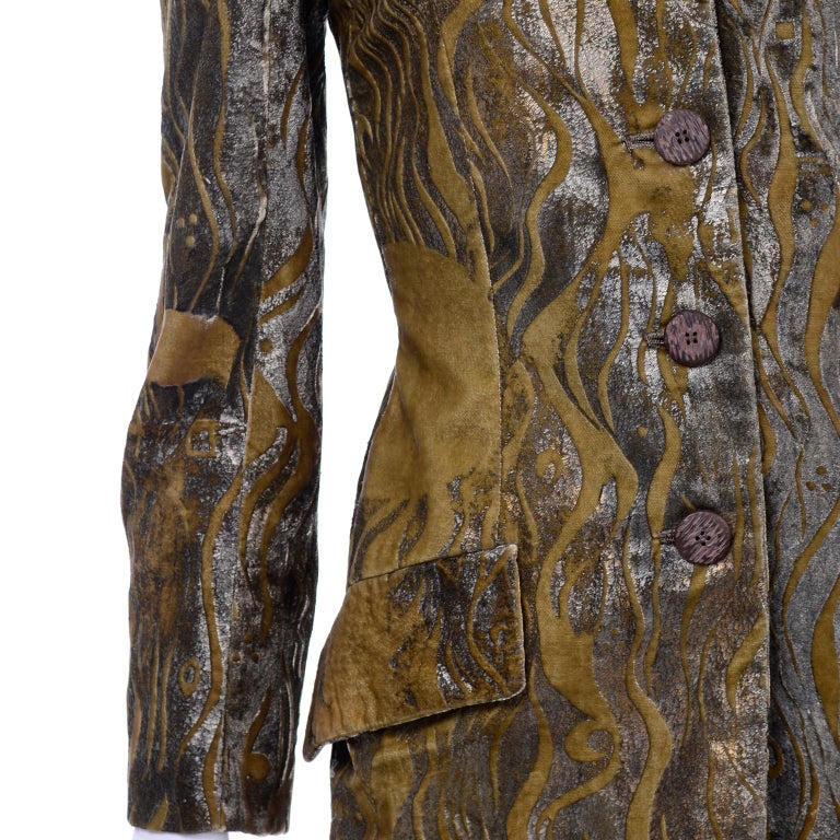 1997 Bill Blass Gold & Green Runway Metallic Button Front Vintage Velvet Coat For Sale 4