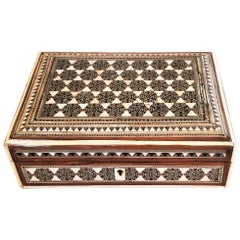 19th Century Anglo Indian Bombay Mother or Pearl Sadeli Trinket Box