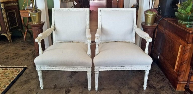 19th Century Pair of French Louis XVI Style Painted Armchairs In Good Condition For Sale In Dallas, TX