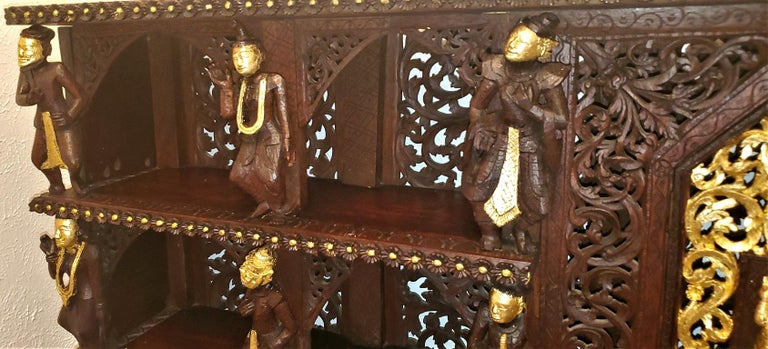 19th Century SE Asian Highly Carved Wooden and Gilted Floor Case For Sale 8