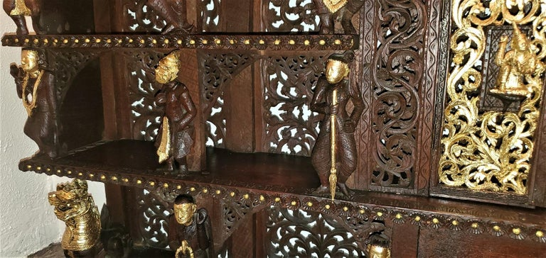 19th Century SE Asian Highly Carved Wooden and Gilted Floor Case For Sale 9