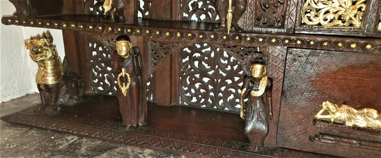 19th Century SE Asian Highly Carved Wooden and Gilted Floor Case For Sale 10