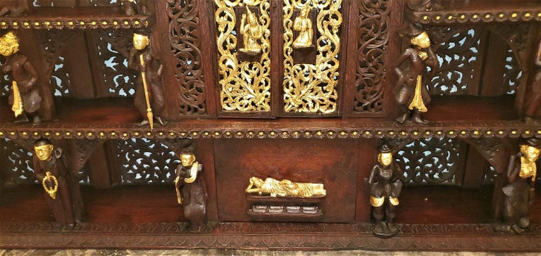 19th Century SE Asian Highly Carved Wooden and Gilted Floor Case In Good Condition For Sale In Dallas, TX