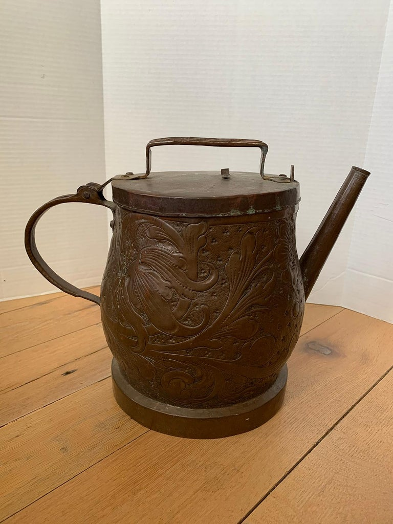 19th-20th Century Eastern Continental Copper Watering Can with Lid In Good Condition For Sale In Atlanta, GA