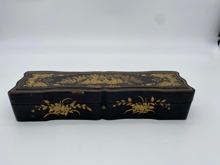 Antique Chinese Hand Painted Lacquer Scene Gilt Fan with Lacquer Box In Good Condition For Sale In Brea, CA