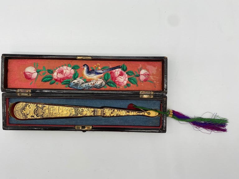 Antique Chinese Hand Paint Gold Lacquer Scene Gilt Fan with Lacquer Box For Sale 2