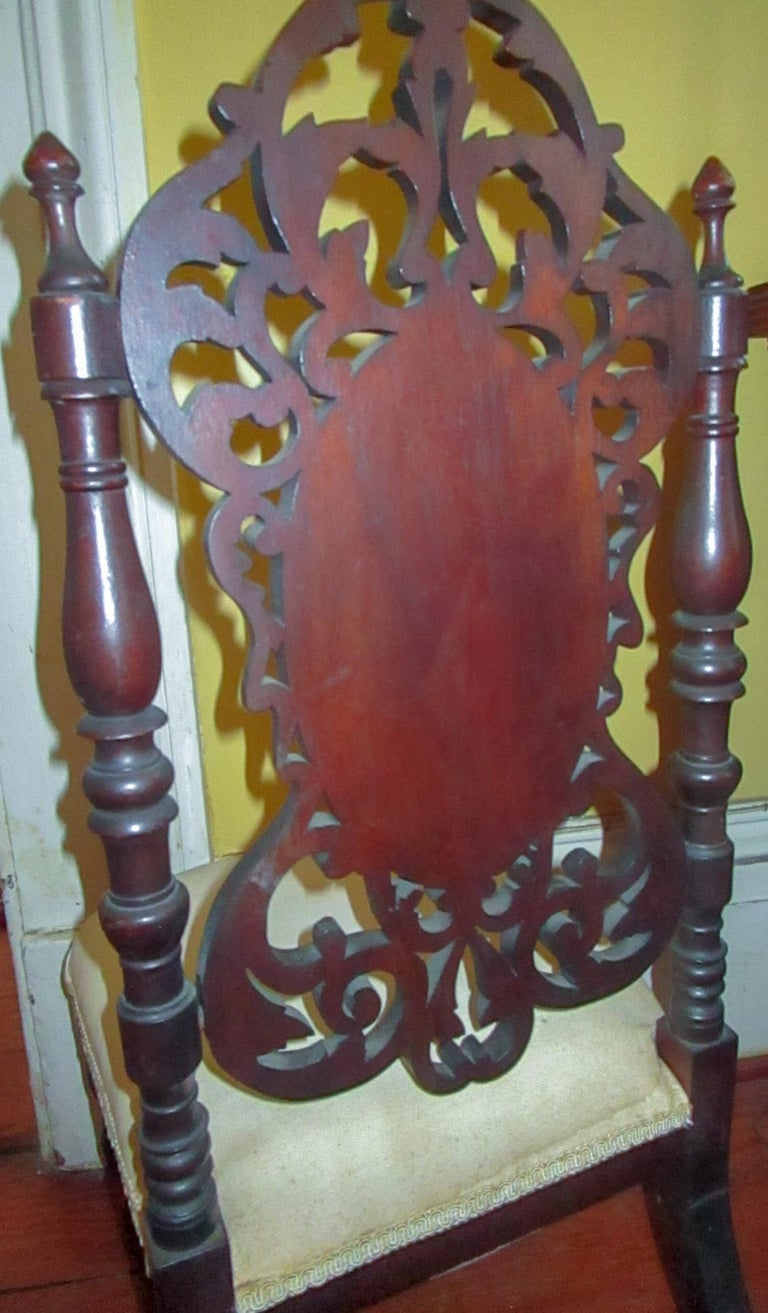 19th c. American Mahogany Rococo Revival Child's Chair with Tracery Back In Good Condition For Sale In Savannah, GA