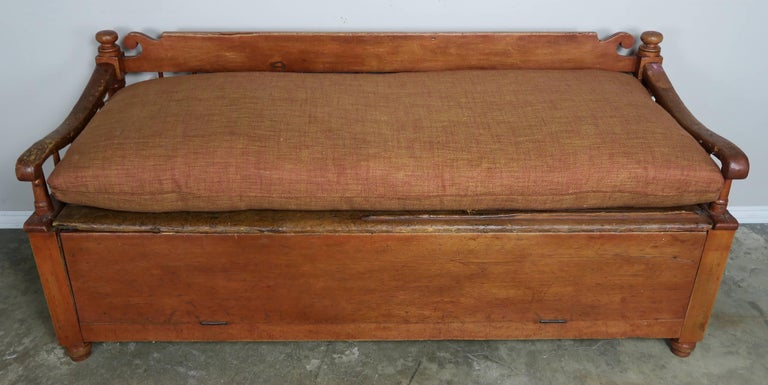 American Classical 19th Century American Painted Storage Bench with Down Cushion For Sale