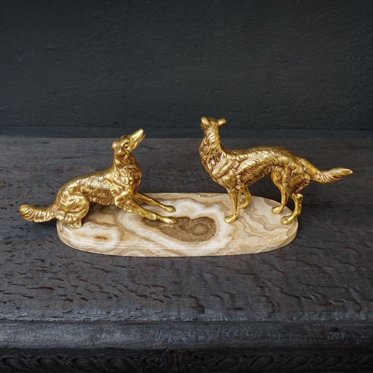 19th C. Art Deco French Brass Borzoi or Barzoi Dogs on 'Cafe au Lait' Marble In Good Condition For Sale In Haarlem, NL