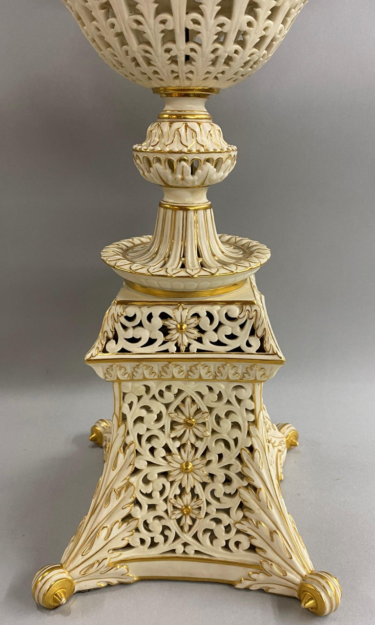 English Grainger Royal Worcester Gilt Ivory Porcelain Reticulated Urn In Good Condition For Sale In Milford, NH
