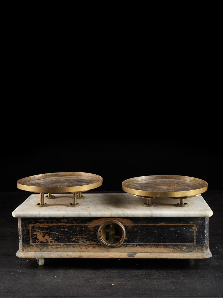 An antique French counter or grocer scale in ebonized hardwood and mahogany inlay with white marble top, circa 1880. The scale is made of hardwood, with each side having a thin inlaid rectangle of more lightly toned mahogany. Both front and back