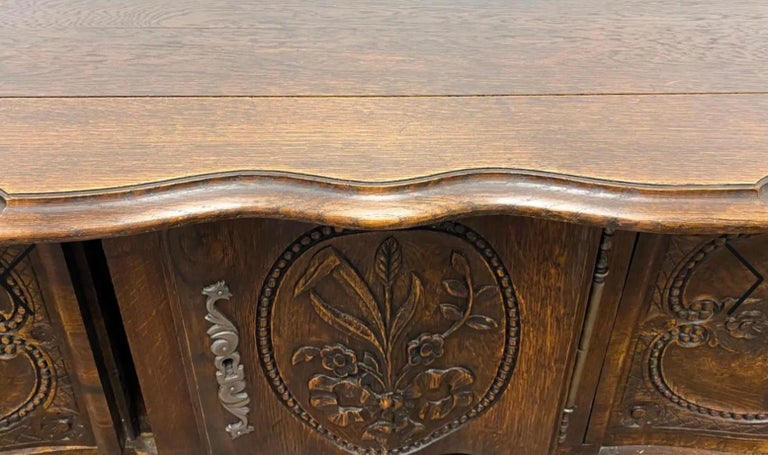 19th-C. French Louis XV Style Carved Oak Cabinet or Buffet / Sideboard In Good Condition For Sale In Kennesaw, GA